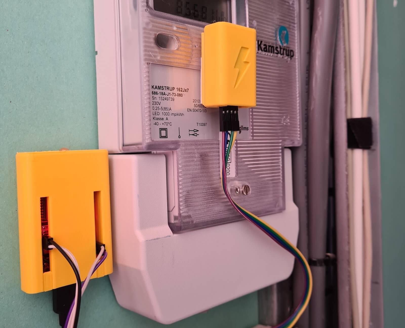 Photo de Home Assistant Glow attaché à un compteur d'électricité