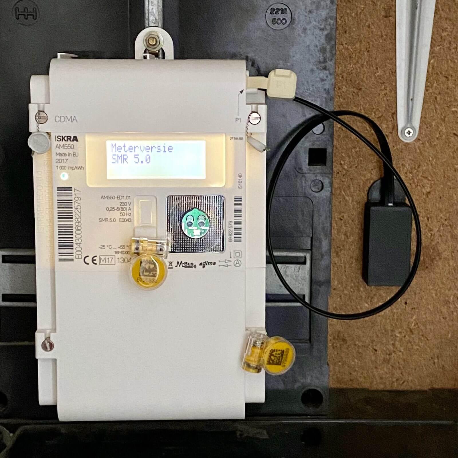 Photo de SlimmeLezer attachée à un compteur électrique intelligent